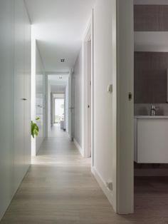 #Solidez, proporcionada por los bastidores estructurales tanto en #fachada como divisiones interiores, vivienda #Addomo #hormigon #arquitectura #diseño #modular addomo.es