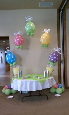 Easter Balloon Arch I love this arch not sure if I would have added bottom balloons and I would have put more balloons on arch. Can also do an Easter arch in spray deco balloons Balloon Columns, Balloon Arch, Balloon Ideas, Ballon Decorations, Birthday Decorations, Balloons Galore, Balloon Display, Balloons And More, Balloon Arrangements