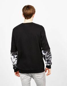 Sudadera textura 'Escape'. Descubre ésta y muchas otras prendas en Bershka con nuevos productos cada semana