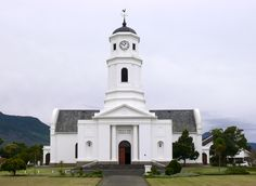 NG gemeente George is in 1813 gestig,, Die kerkgebou. Old Churches, Church Building, Old Buildings, Statue Of Liberty, South Africa, Mosques, Cathedrals, Dutch, Christian Faith