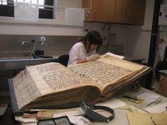 Conservación de grandes libros de música. Laboratorio de Instituto conservación de. Bienes culturales. Valencia España
