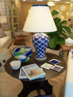 Color with accessories Stoneware, Tiles, Table Lamp, Interior Design, Accessories, Home Decor, Vases, Molde, Porcelain Ceramics