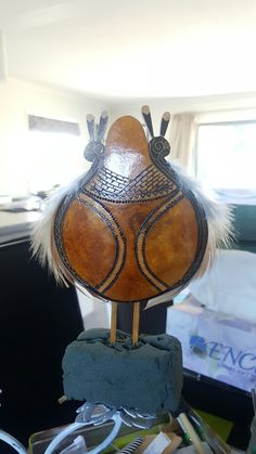 This Heru is named Hue (Gourd), it represents the story of Hine Pū te Hue (Goddess of peace and Hue) it tells the story of Tane and his search for Te Ira tangata. It's power is that of peace and fertilization