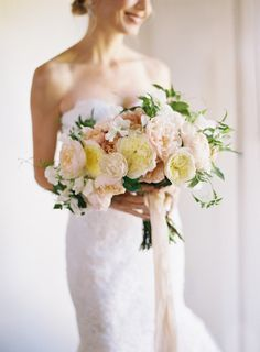 The definition of a SMP bouquet: http://www.stylemepretty.com/2014/12/04/intimate-summer-wedding-at-san-ysidro-ranch/ | Photography: Kurt Boomer - http://kurtboomer.com/