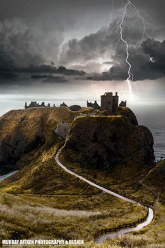 Dunnottar Castle, Scotland Love a storm in the Highlands! Scotland Castles, Scottish Castles, Beautiful Castles, Beautiful Places, Amazing Places, Places To Travel, Places To See, Photo Chateau, Voyage Europe