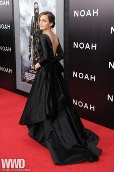 """womensweardaily:  Emma Watson in Oscar de la Renta  at the New York premiere of """"Noah"""""""