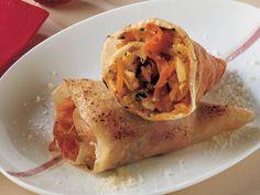 Sebzeli Krep  Kabın içinde un, yumurta akı, süt, tuz ve eritilmiş tereyağını karıştırın. Yapışmaz yüzeyli tavaya (24 cm çapında) karışımdan 1 kepçe aktarıp pişirin ve 8 adet krep hazırlayın. Sebzeleri ince dilimledikten sonra zeytinyağıyla tavada soteleyin. Soğan ve kerevizi ekledikten 30 saniye sonra içine balkabağını aktarıp pembeleşinceye kadar…