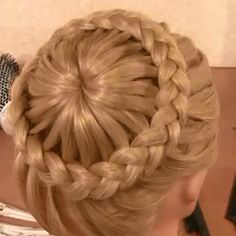 Top 15 Hairstyles For Women With Thick Hair – Crafts Hairstyles For Medium Length Hair Easy, Roll Hairstyle, Bun Hairstyles For Long Hair, Diy Hairstyles, Hairstyle Wedding, Braided Hairstyle, Latest Hairstyles, Bridal Hair Buns, Long Hair Wedding Styles