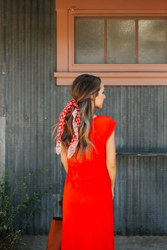 an easy way to tie a bandana with your hair down | merricksart.com