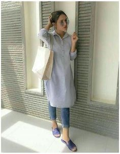 Casual Indian Fashion, Indian Fashion Dresses, Dress Indian Style, Indian Designer Outfits, Fashion Outfits, Fashion Fashion, Casual College Outfits, Office Outfits Women, Trendy Outfits