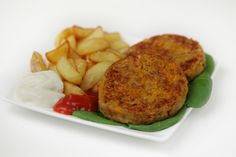 Kidney bean patties - food process the onions and carrot until finely chopped, use cup oatmeal and then also grind in processor, add cup flour Delicious Vegan Recipes, Vegetarian Recipes, Cooking Recipes, Healthy Recipes, Patty Food, Vegan Challenge, Good Food, Yummy Food, Bean Burger