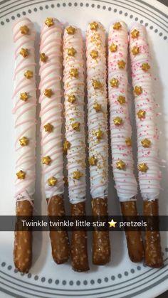 twinkle little star pretzels Baby Shower Treats, Baby Shower Desserts, Baby Girl Shower Themes, Baby Shower Decorations For Boys, Baby Shower Cakes, Baby Shower Parties, Shower Party, Twinkle Twinkle Little Star, Twinkle Star Party