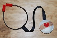 The Moody Fashionista: DIY Felt Stethoscope-so cute for a doctor or nurse costume! Kids Nurse Costume, Doctor Costume Kids, Halloween Kids, Halloween Crafts, Diy Craft Projects, Sewing Projects, Felt Projects, Diy For Kids, Crafts For Kids