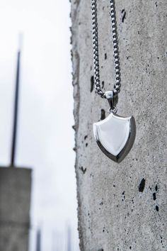 With its contemporary stainless steel design and clean geometric lines, this necklace is without a doubt a wardrobe staple.