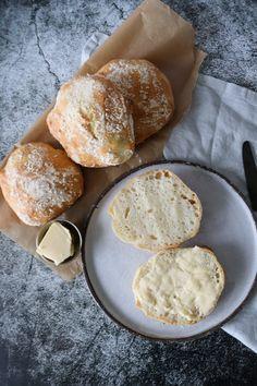 Koldhævede Boller - Nemme Koldehævede Boller Baking Recipes, Snack Recipes, Dessert Recipes, Snacks, Danish Food, Bread Bun, Fabulous Foods, What To Cook, Artisan Bread