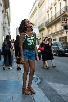 Womenswear Street Style by Ángel Robles. Fashion Photography from Paris Fashion Week. Woman wearing a simple summer outfit: denim shorts and t-shirt. Spotted on the street, Paris.