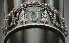 Diamond and aquamarine tiara.not that I need a tiara but it's pretty lol Royal Crowns, Royal Tiaras, Tiaras And Crowns, Hair Jewelry, Fine Jewelry, Faberge Eier, Diamond Tiara, Aquamarine Jewelry, Family Jewels
