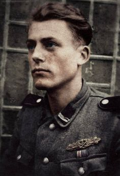 """Werner Kindler - SS-Panzer Division Leibstandarte SS Adolf Hitler """", pin by Paolo Marzioli German Soldiers Ww2, German Army, Military Men, Military History, Raza Aria, Close Quarters Combat, Germany Ww2, Military Pictures, War Photography"""