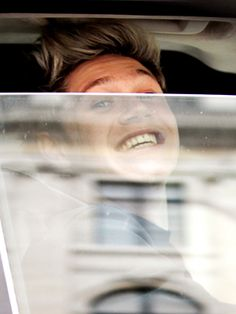 Niall got his braces off!