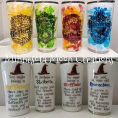 Ideas For Diy Gifts Harry Potter Cups Diy Tumblers, Custom Tumblers, Glitter Tumblers, Personalized Tumblers, Epoxy, Objet Harry Potter, Harry Potter Mugs, Tumblr Cup, Yeti Cup