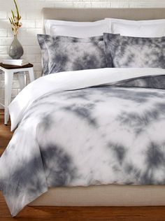 "OYO Bedding Tulien Batik Duvet Set Add rich color and pattern to your bedding with tye-dye inspired button-closure duvet set; Queen set includes (2) 20"" x 27"" shams and King set includes (2) 20"" x 37"" shams"