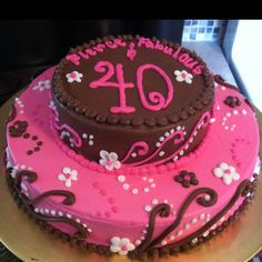 40th birthday cake..I like the piping! Black n white a must