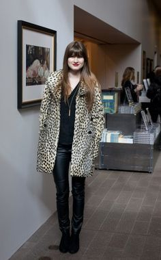 new want: leopard coat. perfection with red lipstick.