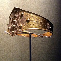 BM Vikings - A gold arm ring from Denmark 800-1050 AD.