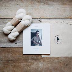 """Helloooo! Helga Isager's new book """"The Artisan"""" is now live in the shop in DANISH* and available for pre-order in ENGLISH* 💛 //// 🇫🇷 Bonsoir bonsoir ! ✨ Le nouveau livre de la créatrice Helga Isager """"The Artisan"""" est maintenant disponible dans la boutique en DANOIS* et disponible en pré-commande en ANGLAIS* ! Il n'y a pas de version française de prévu il faut donc se mettre à l'une des autres langues 🤗 Par contre également sur www.bichesetbuches.com vous avez le livre français """"Tricot…"""
