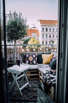 """new home"" – mein kleiner Balkon (Berries & Passion) - Anne Becher - Balkon Deko Small Balcony Design, Small Balcony Decor, Balcony Decoration, Balcony Ideas, Vintage Garden Decor, Little Gardens, Garden Sofa, Balcony Garden, Backyard Lighting"