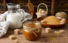 It's National Caramel Day! Make Decadent Salted Maple Caramel Sauce With This Easy Recipe! Milk Caramel Recipe, Salted Caramel Sauce, Caramel Pecan, Caramel Recipes, Candy Recipes, Cinnamon Mug Cake, How To Make Caramel, Cuban Recipes, Banoffee Pie