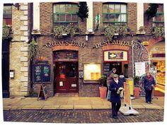 Dublin.   Quays Bar Restaurant.