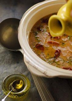 Sopa de Feijão Branco com Escarola e Crisp de Presunto Cru