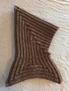 Knitting: pixie hood with cowl ~ Gratis opskrift: Pixihue med pixikrave Knitting For Kids, Baby Knitting Patterns, Crochet For Kids, Knitting Designs, Knitting Socks, Knitting Projects, Crochet Baby, Knitted Hats, Knit Crochet