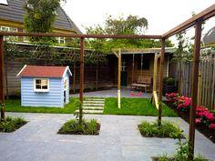 terras-hardsteen-hortensia-leibomen-speelhuisje-schommel