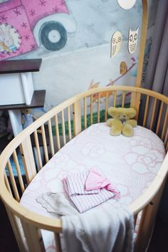 Stokke Sleepi Crib –has a height-adjustable mattress and converts into toddler bed & Junior bed too. sustainable crib design!