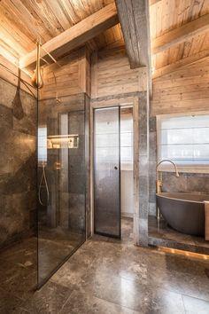 Luxor by Refuge – Architecture D'intérieur – Rustic House Rustic Bathroom Designs, Rustic Bathroom Decor, Bathroom Ideas, Log Home Decorating, Interior Decorating, Interior Design, Decorating Ideas, Cabin Homes, Log Homes