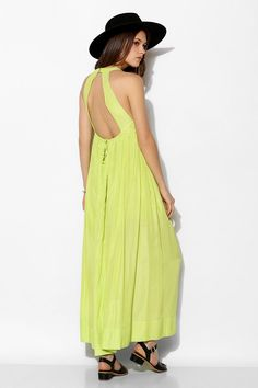 Clothing, accessories and apartment items for men and women. Urban Dresses, Casual Wear, Spring Fashion, Style Me, Urban Outfitters, Fitness Models, Summer Dresses, How To Wear, Polo Classic