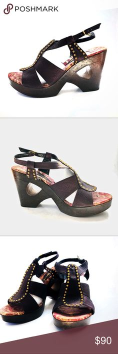 Dezario Wooden Platform Heels Never worn out of the house Leather upper has a metallic purple sheen Questions and offers welcome! Dezario Shoes Platforms