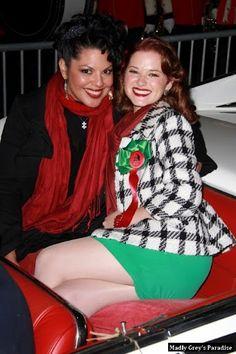 Sara Ramirez e Sarah Drew , no desfile de natal