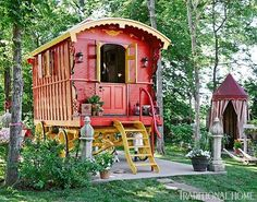 Gypsy Wagon Guesthouse Who wouldn't love to stay in this charming little gypsy wagon fitted out as a guesthouse? Gypsy wagon: Ozark Wagon Sales Co. Glamping, Glam Camping, Cabana, Jig Saw, Gypsy Trailer, Tyni House, Gypsy Home, Simple Shed, Gypsy Living