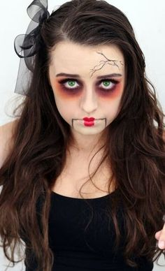 Are you looking for inspiration for your Halloween make-up? Browse around this site for creepy Halloween makeup looks. Creepy Doll Costume, Creepy Doll Makeup, Doll Face Makeup, Amazing Halloween Makeup, Creepy Halloween Costumes, Pretty Halloween, Scary Makeup, Halloween Face Makeup, Scary Doll Makeup