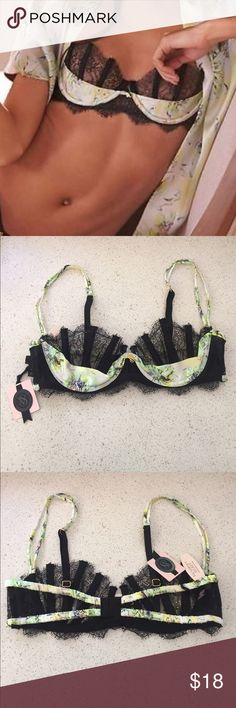 New! 34B Victoria's Secret designer bra Brand new! Victoria's Secret unlined designer bra. Size 34B Victoria's Secret Intimates & Sleepwear Bras
