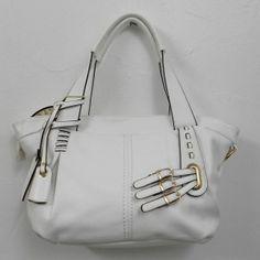Sac style cabas imitation cuir blanc avec 3 boucles décoratives et un petit miroir  http://www.sacamain-fr.com/sac-style-cuir/316-sac-3-boucles-et-miroir-blanc.html