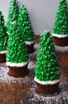 Rockin' around the Christmas Tree… Christmas Tree Cupcakes that is! This adorable and sweet treat recipe  is the perfect dessert to make for the Holidays!
