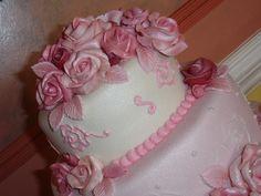 pretty fondant roses at www.mariescouturecakes.co.uk