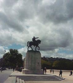 Reposting @danuniverse: #igers #europe #wanderlust #travelgram #igtravel #travel #instagramers #instago #arq #igersparis #france #paris #parisjetaime #igersfrance #louvre #turismo #fotografia #art #notredame