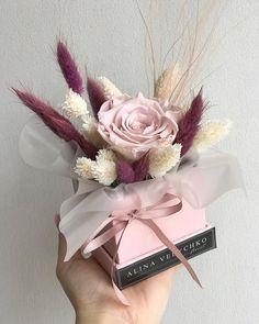 Flower Box Gift, Flower Bar, Flower Boxes, Felt Flowers, Diy Flowers, Spring Flowers, Artificial Floral Arrangements, Dried Flower Arrangements, Bouquet Wrap