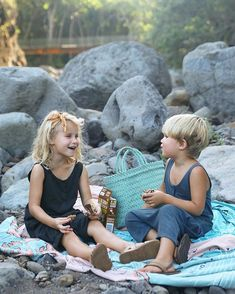 💚 Recipe for a good picnic in Hawaii = nature 🌱 adventure ⛰ and some favorite KIND Snacks kids bars with whole grains. Picnic Photography, Children Photography, Kind Snacks, Snacks Kids, Bucket List Family, Kids Wardrobe, Family Picnic, My Children, Future Children