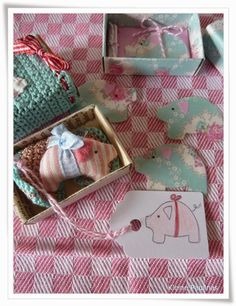Idea for matchbox Pig Crafts, Diy And Crafts, Paper Crafts, Matchbox Crafts, Matchbox Art, Kids Gifts, Craft Gifts, Creation Deco, Little Boxes